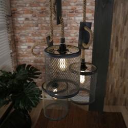 Suspension trois abat-jours cylindriques en métal grillagé de style rustique et rétro