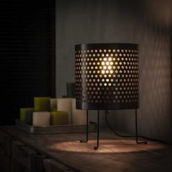 Lampe de table un abat-jour en nickel cylindrique perforé sur trois pieds fins recourbés de style moderne