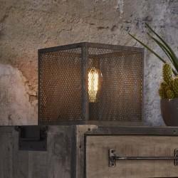 Lampe de table un abat-jour cubique en métal recouvert d'une grille ouverte de style industriel