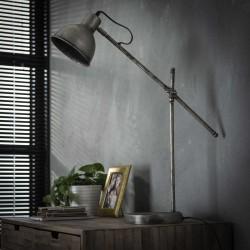Lampe de table un abat-jour spot sur une tige en métal à hauteur ajustable de style industriel