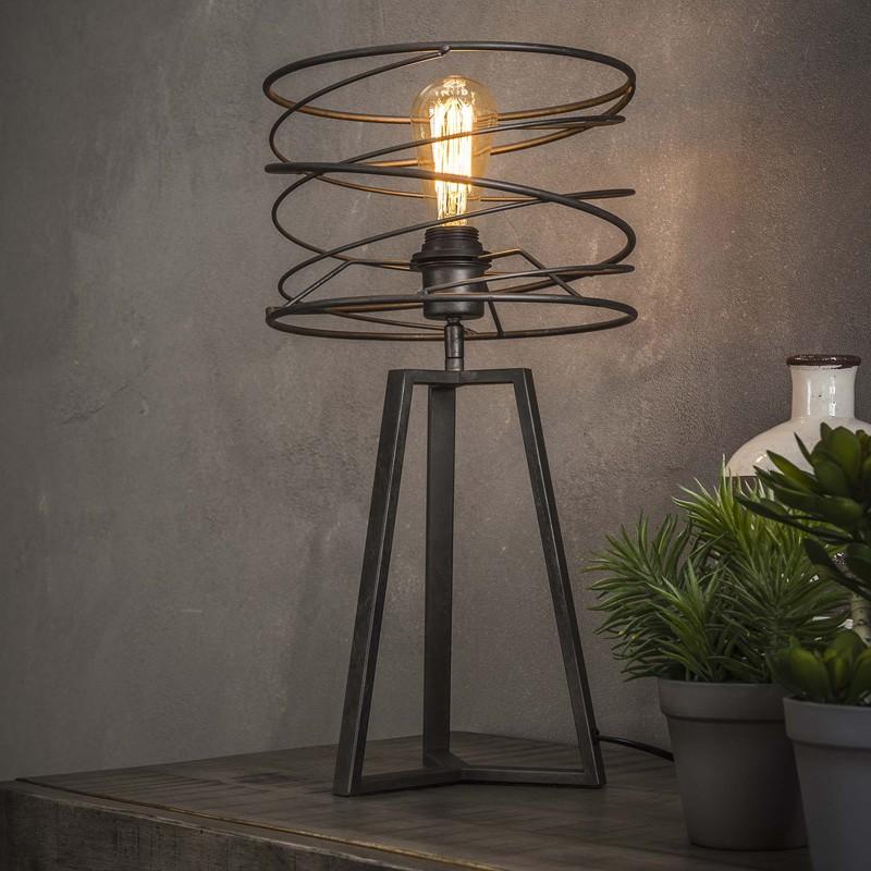 Lampe de table un abat-jour cylindrique en bandes de métal assemblées en spirale de style industriel